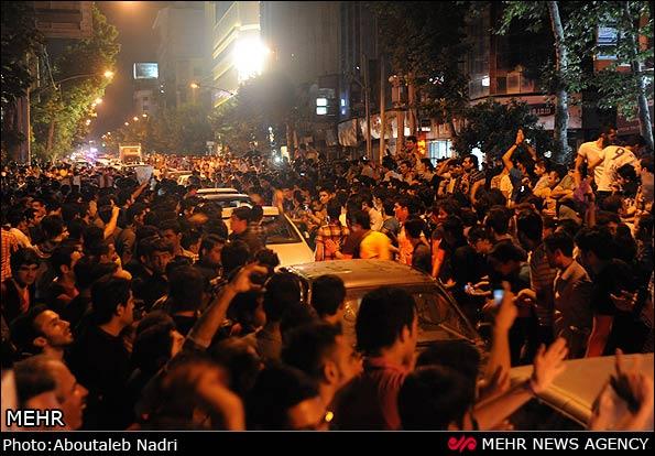 Jubel in der ostiranischen Stadt Gorgan nach der Bekanntgabe der Wahlergebnisse am 15. Juni 2013