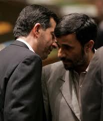 Ahmadinedschad und sein engster Vertrauter Esfandiar Rahim Mashaee