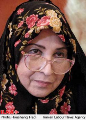 Zahra Rahnavard, Universitätsdozentin und Wegbegleiterin von Mir Hossein Moussavi, steht zusammen mit ihrem Mann unter Hausarrest