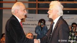 Lahiji und Hannovers Bürgermeister Bernd Strauch - Foto: Mitra Shojaee