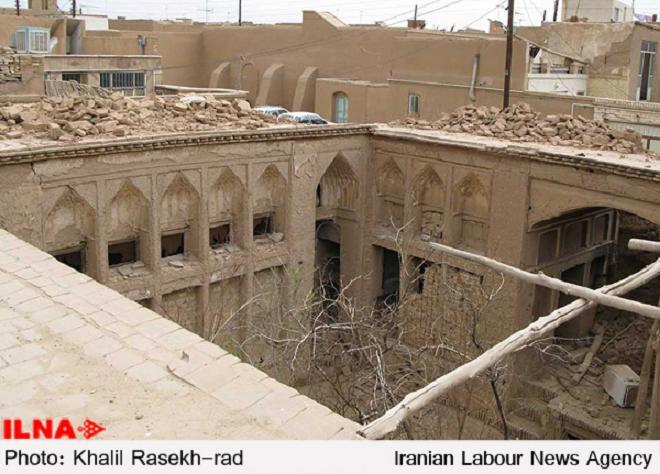 """Historische Gebäude in der Stadt Yazd fallen dem Erweiterungsplan des Schreines vom Heiligen """"Imamzadeh Jafar"""" zum Opfer."""