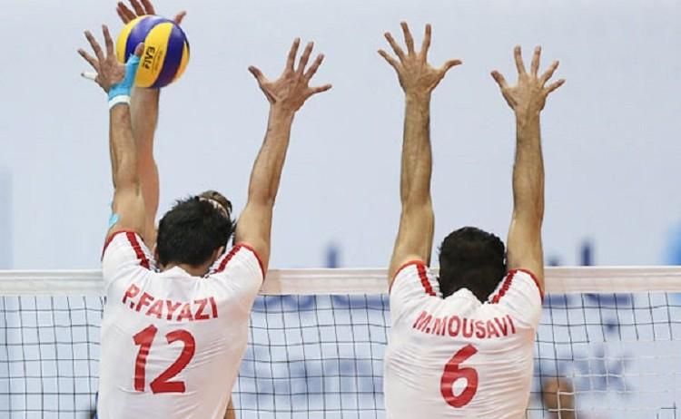 In der Volleyball-WM 2014 der Männer setzt der Iran seine Erfolgsserie fort. Nach dem sensationellen Sieg gegen die Weltranglistendritte Italien (3:1) gelang den Iranern der Sieg gegen die USA (3:2), die in der Weltrangliste den vierten Platz belegen. Der Iran steht auf dieser Liste an elfter Stelle, Deutschland an zehnter. Die Volleyball-Weltmeisterschaft der Männer findet vom 30. August bis 21. September in Polen statt. 33 Mannschaften nehmen daran teil.