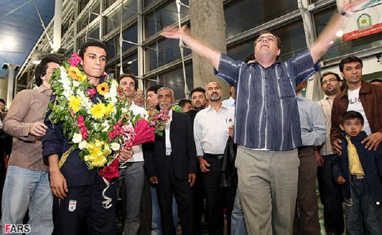 Der iranische Nationalspieler Ali-Asghar Hassanzadeh ist zum besten asiatischen Hallenfußballer des Jahres ausgezeichnet worden. Hassanzadeh hatte bei den letzten Asien-Hallenfußballmeisterschaften mit einer Glanzleistung von 8 Toren sein Team und die Fans beglückt. Der Iran belegt auf der Hallenfußball-Weltrangliste der Männer den sechsten Platz.