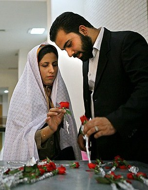 Irans Parlament erlaubt die Zeitehe - Iran Journal - Iran