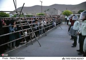 ZuschauerInnen einer öffentlichen Hinrichtung in Shahre Kord