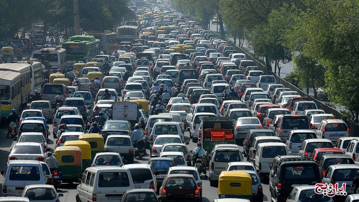 Nach offiziellen Angaben sind in Teheran im laufenden iranischen Jahr bisher (vom 21. März 2014 bis 27. Februar 2015) 1.108 Menschen durch Verkehrsunfälle zum Tode gekommen. Das ist ein Rückgang von 8,7 Prozent im Vergleich zum gleichen Zeitraum im Vorjahr. Auch die Zahl der Unfallverletzten habe um 7,2 Prozent abgenommen. In dem genannten Zeitraum seien 40.477 Menschen durch Autounfälle verletzt worden. Zum Vergleich: In der deutschen Hauptstadt hinterließen die Autounfälle im Jahr 2014 etwa 17.500 Verletzte und 52 Tote.
