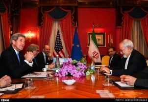 Atomverhandlungen in Lausanne: Die Delegationen aus Washington (links) und Teheran (rechts)