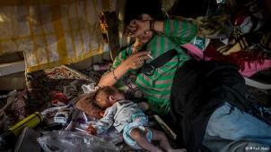 """Eine heroinsüchtige Mutter in Teheran - Foto von Milad Alaie, aus der Reihe """"Sucht"""""""