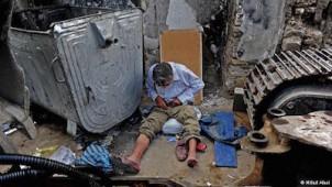 """Ein heroinsüchtiger Mann in Teheran - Foto von Milad Alaie, aus der Reihe """"Sucht"""""""
