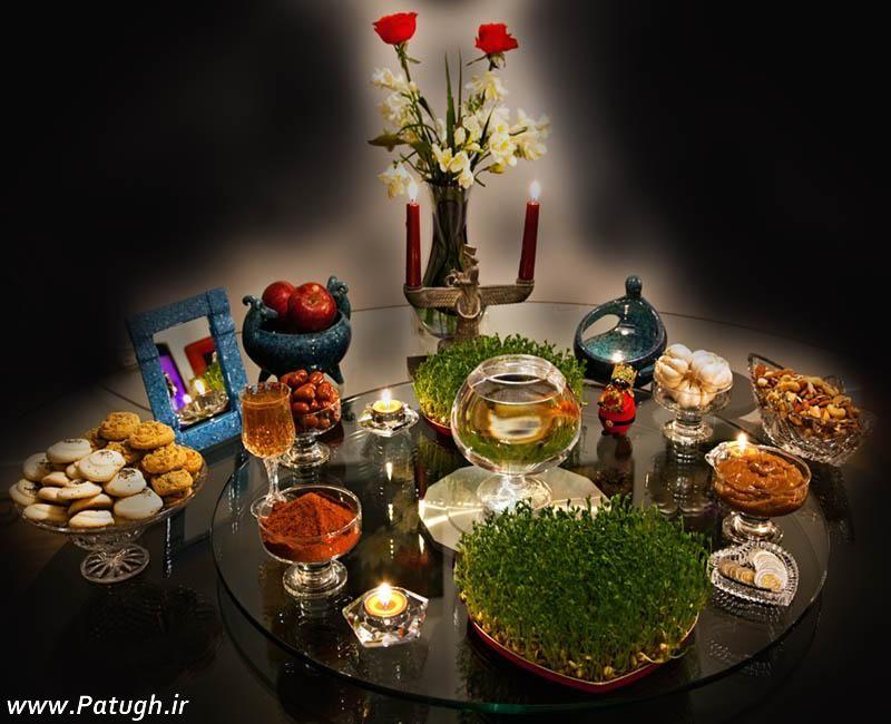 """Am 20. März, gegen 05:30 Uhr (MEZ) beginnt das neue iranische Jahr. Jede Region feiert das Neujahrsfest """"Nouruz"""" auf ihre Art und Weise. Zur Neujahrstradition der meisten IrannerInnen gehört eine große Tafel, genannt """"Sofreh-Haft-Sin"""", auf die sieben verschiedene Lebensmittel und Pflanzen gestellt werden, die in der persischen Sprache mit dem Buchstaben """"S"""" beginnen. Das sind in der Regel Sib (Apfel), Samanu (süßer Brei aus Weizenkeimen), Sir (Knoblauch), Sabzi (grüne Sprossen), Serkeh (Essig), Senjed (eine Art essbare Mehlbeere), Sekkeh (Geldmünze). Sie symbolisieren Fruchtbarkeit und Reichtum. """"Sofreh-Haft-Sin"""" bleibt dreizehn Tage lang stehen, denn so lange besuchen sich IranerInnen gegenseitig zum Nouruz."""