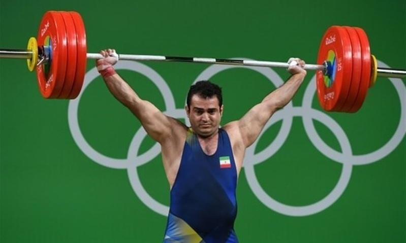 Der Iran hat mit fünf Gold-, drei Silber- und sechs Bronzemedaillen den WM-Titel bei den internationalen Wettkämpfen der Gewichtheber in den USA gewonnen. Einer der Weltmeister ist der Olympiasieger Sohrab Moradi (Foto) in der Klasse bis 94 Kilogramm. Er stellte gleich zwei Rekorde auf: Im Stoßen 233 Kilogramm und im Zweikampf insgesamt 417 Kilogramm.