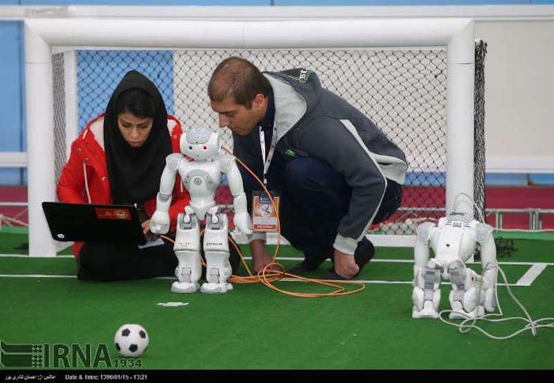 Vom 5. bis 7. April findet in der iranischen Hauptstadt der 12. Iranian RoboCup Open statt. An dem Wettbewerb nehmen 378 Teams aus 14 Ländern teil - u. a. China, Deutschland, Großbritannien, Indien, Japan, Mexico, den Niederlanden , Peru, Singapur, Südkorea, der Türkei und den USA. Das Ziel ist es, die iranischen Roboterteams für große internationale Wettbewerbe vorzubereiten. Bei den Wettkämpfen der RoboCup Open sind Teams von Schulen, Hochschulen und Forschungseinrichtungen mit ihren Fußball-, Service-, und Rettungsrobotern im Einsatz.