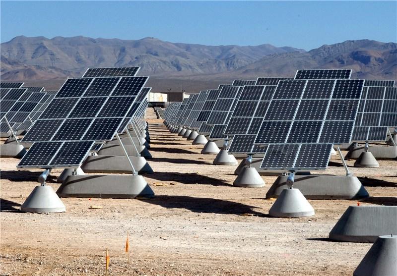 Der iranische Energieminister Hamid Chitchian hat die Inbetriebnahme des Mokran-Solarparks in der zentraliranischen Stadt Mahan offiziell besiegelt. Die mit 80.000 Solarmodulen versehene 20 Megawatt-Anlage wird jährlich bis zu 36 Millionen Kilowattstunden Öko-Strom für die Provinz Kerman erzeugen. Wollte man diese Menge mit herkömmlichen Energieversorgungskonzepten erzeugen, würde man die Umwelt mit 22.000 Tonnen CO² mehr belasten, sagen die Verantwortlichen. An dem Projekt sind auch die deutsche Adore GmbH und die schweizerische Durion AG beteiligt. Einer der Geschäftsführer der 2016 gegründeten Adore GmbH ist der Iraner Masoud Turkan.