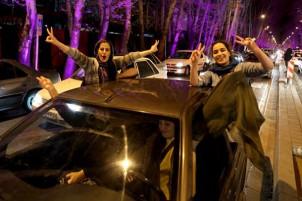 Nach der Einigung mit dem Westen feiern die Menschen in Teheran und anderen Großstädten bis spät in die Nacht!