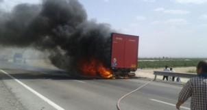 Iranischer LKW brennt in der Türkei - Foto: asriran.com
