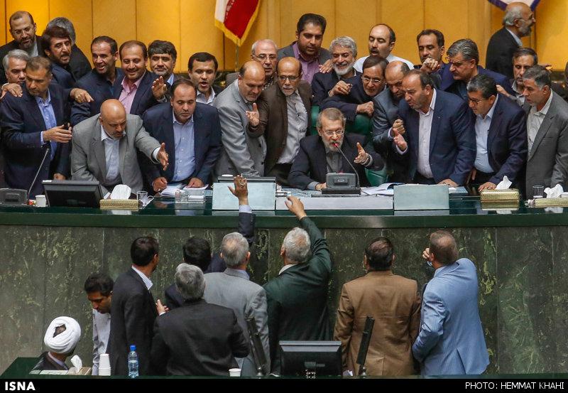 Im Iranischen Parlament