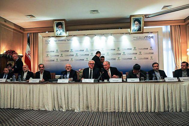 Steinmeier unter den wachen Augen der iranischen RevolutionsfFührer Ayatollahs Khomeini und Khamenei in Teheran - Foto: farsnews.com
