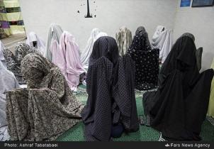 Beten der weiblichen Gefangenen im Teheraner Gefängnis Shahre-Rey