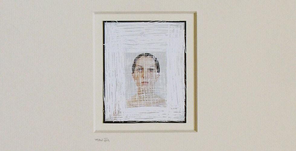 """""""Der Kontakt"""", aus der Reihe """"Die Haarsträhne und die Haut"""", zerkratzter C-Print, 7x6cm, 2008 Es ist nicht verwunderlich, dass nach der iranischen Revolution 1979 das Selbstporträt ein beliebtes Genre in den Werken vieler iranischer Fotografinnen wurde. Das Problem der kulturellen Identität hat sich in den vergangenen dreieinhalb Jahrzehnten zum primären Paradigma der iranischen Kultur entwickelt und verwandelte die Repräsentationspolitik in eine der größten Herausforderungen für iranische KünstlerInnen."""