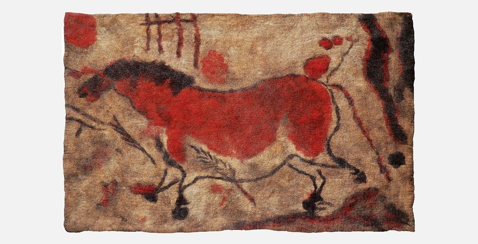 Ohne Titel, Filz, 233x145cm, 1996-98 Die Hinweise auf die primitive Kunst sind im Kontext der iranischen Kunst der Moderne nachvollziehbar. Auf der Suche nach einer neuen Moderne suchen iranische KünstlerInnen der frühen Moderne nach Inspirationsquellen außerhalb des Bereichs der dominierenden Erzählung, um einen neuen Ausgangspunkt zu finden.
