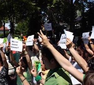 IranerInnen im Ausland bilden hauptsächlich auf den Demonstrationen gegen die Islamische Republik eine zweckgebundene Einheit