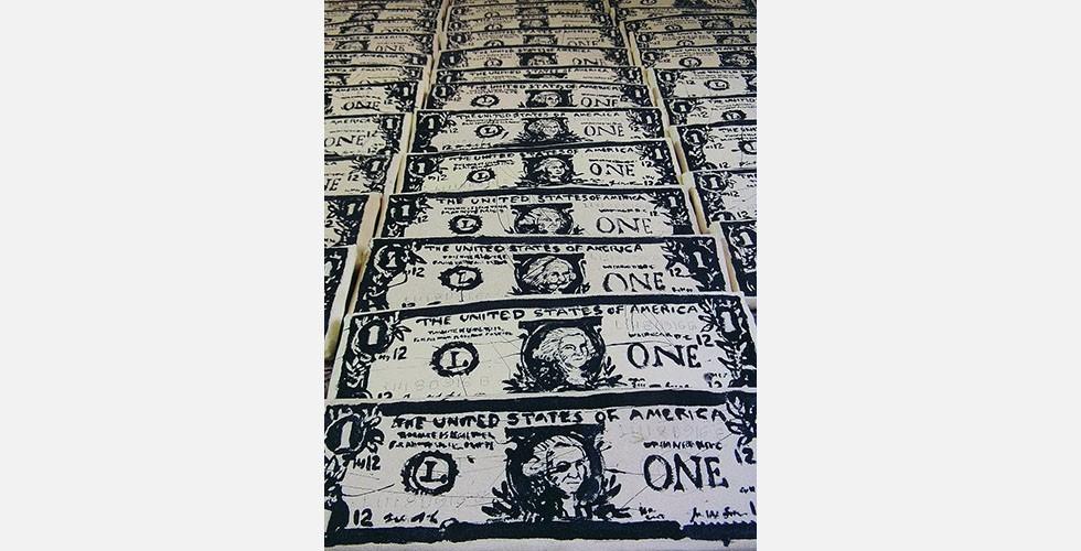 """""""Einen Dollar für jeden"""", Wandfarbe auf Leinwand auf handgefertigtem Keilrahmen, 12x35cm, 2012 Die Reihe """"Banknoten"""" hat zu einem anderen Kunstprojekt geführt. Bei """"Einen Dollar für jeden"""" malt der Künstler auf Anforderung einen Dollarschein für einen spezifischen Klienten."""