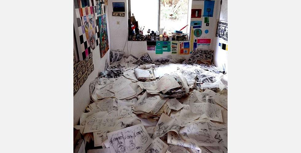 """""""Ismails Übungen"""", Installation, Pardis Galerie, Täbris Kunstuniversität, 2005 Ghanbari zeichnet sich als Maler und Zeichner durch eine ungeheure Produktivität aus. Das hat die Qualität seiner Werke im Laufe der Zeit weiterentwickelt und verbessert."""