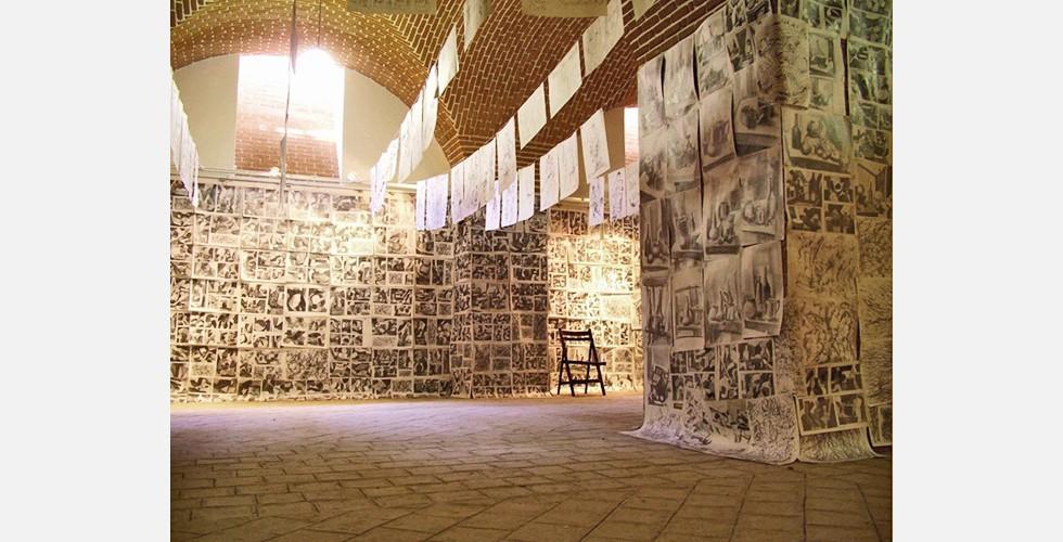"""""""Ismails Übungen"""", Installation, Pardis Galerie, Täbris Kunstuniversität, 2005 Ismail Ghanbari benutzt nicht die Kunst um sich dahinter zu verstecken, sondern um sich damit auszudrücken. Kunst als Ausdruck eigener Emotionen, Gedanken oder Anliegen erfordert von einem bildenden Künstler Charakterstärke und Mut."""