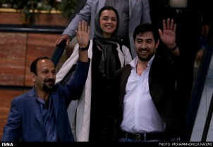 Asghar Farhadi , Taraneh Alidoosti und Shahab Hosseini (v. links) beim Rückkehr am Teheraner Flughafen