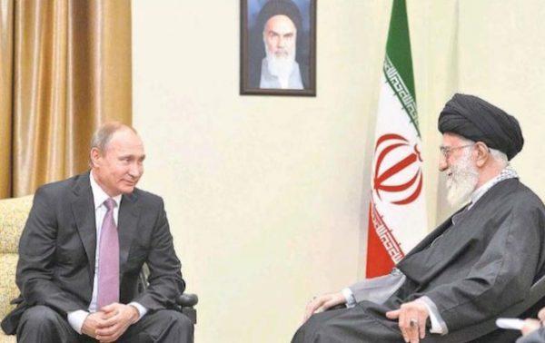 Irans Staatsoberhaupt Ali Khamenei (re.) mit Russlands Präsidenten Wladimir Putin