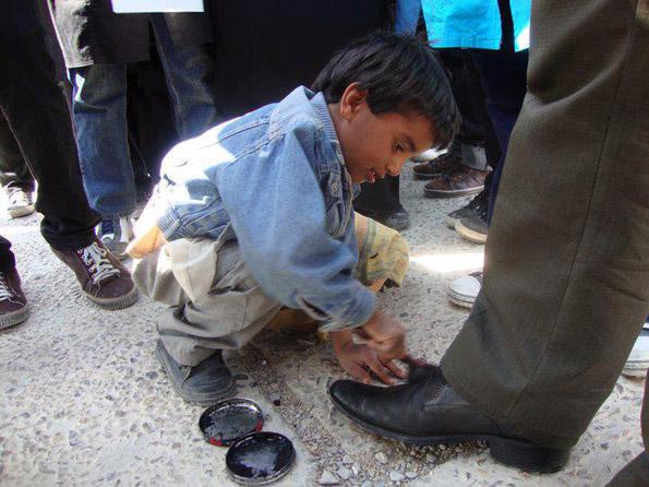 """Kinder sind für arme Familien im Iran eine """"lukrative"""" Einkommensquelle"""