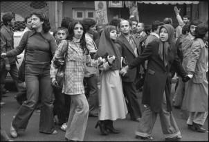 Die Revolution wurde von unterschiedlichen Schichten der Gesellschaft getragen -Foto: Demonstration gegen das Schah-Regime in Teheran, Winter 1978