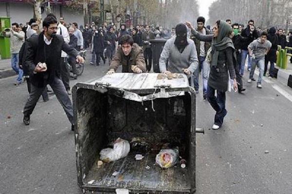 """Die """"Grüne Bewegung"""" - der Aufstand der unzufriednen Jugend gegen die islamischen Hardliner - wurde vom Staat niedergeschlagen"""