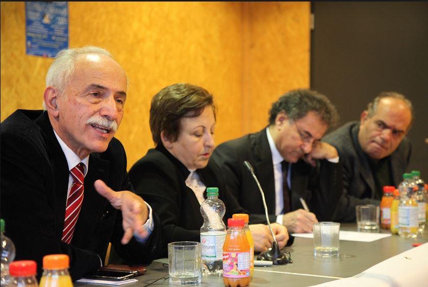 Shirin Ebadi mit Abdolkarim Lahiji (1. li.), einem aktvien Menschenrechtsverteidiger auf einer Podiumsdiskussion