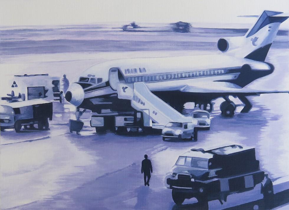 Bahar Taheri, from Return series 2, 2014, Acrylic on paper, 27x20 cm Khomeini steigt aus einem Flugzeug, um am 1. Februar 1979 iranischen Boden zu betreten. Wer auch immer Khomeini auf diesem Flug begleitet hat, er wurde von dem Piloten der Air-France-Maschine die Gangway hinab begleitet. Das Bild hat sich ins kulturelle Gedächtnis eingeschrieben. Von Taheri wird es in 'return series' auf irritierende Weise vervielfältigt, und vielleicht ist es damit nicht einmal das zentrale Bild der Serie, sondern nur ein Bild unter anderen, weil im Bildtopos selbst der 'return' angelegt ist. Einmal zieht sie Fotografien heran, die sich auf das tatsächliche historische Ereignis beziehen, in einem weiteren Schritt greift sie auf Bilder zu, die Ähnlichkeiten aufweisen, bis zu Fotografien, die die amerikanischen Botschaftsangehörigen zeigen, wie sie nach ihrer Geiselhaft in die USA zurückkommen - vom politischen Diktum her gesehen ist es das Foto, das der Revolution 1979 in Iran eine negative Konnotation beimisst.