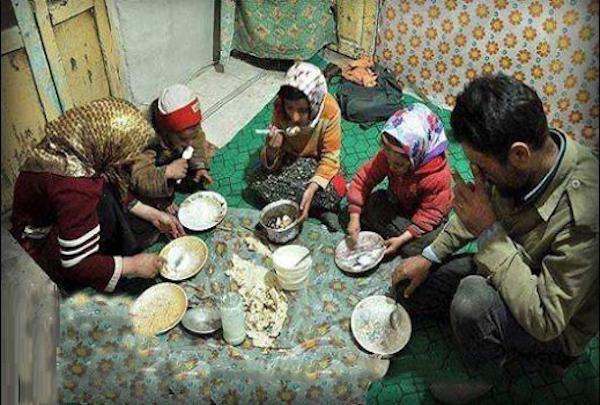 Einschätzungen gehen davon aus, dass jeder dritte Iraner sowie 50 bis 70 Prozent der Arbeiter in Armut leben!