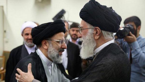 Ali Khamenei (re.) und sein enger Vertrauter Ebrahim Raissi