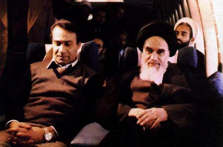 Sadegh Ghotbzadeh (li.) neben dem Republikgründer Ayatollah Khomeini