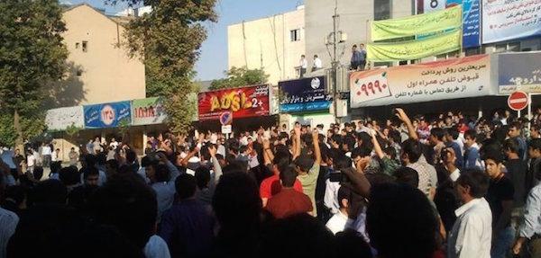 In den letzten Jahren habe Umweltschützer Protestaktionen organisiert, um auf die Austrocknung des Urmiasees hinzuweisen