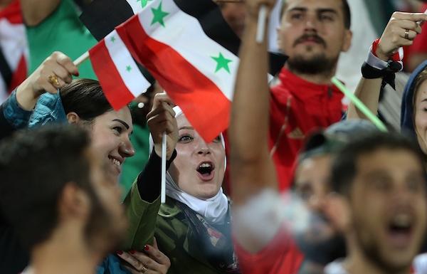 Syrische Frauen im Teheraner Stadion