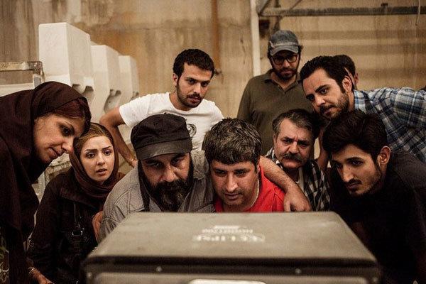Regisseur Kahani (in rot) bei Bildkontrolle