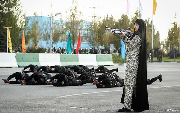 """Manöver der Spezialeinheit der Revolutionsgarde """"Nopo"""""""
