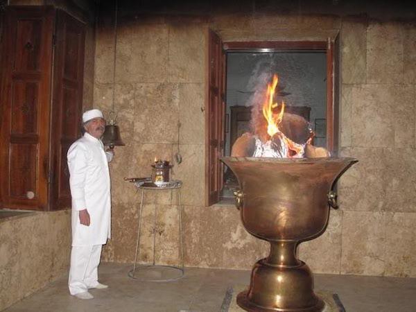 Das Feuer im zoroastrischen Feuertempel Yazd, im Zentral-Iran, brennt angeblich seit mehr als 1.500 Jahren