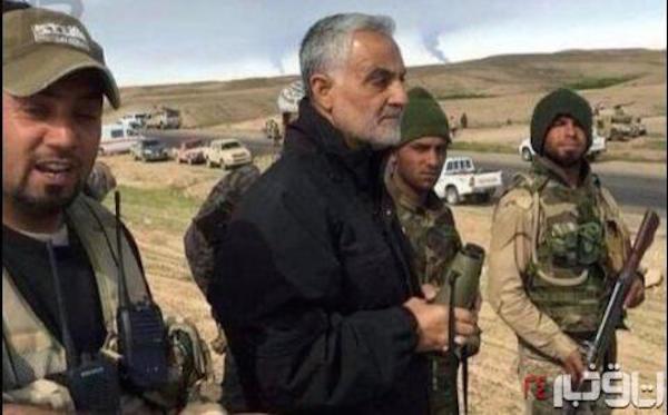 """Generalmajor Qassem Soleimani (mitte), Kommandeur der al-Quds-Brigaden der iranischen Revolutionsgarde im Irak - geschützt durch Milizen der """"Volksmobilisierung"""""""
