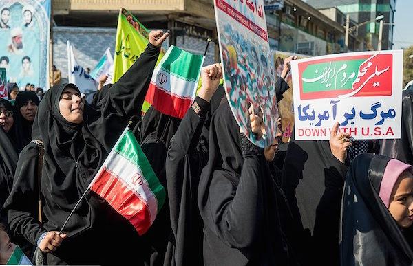 staatlich organisierte Demonstration aus Anlass des 39. Jahrestag der Revolution in Teheran