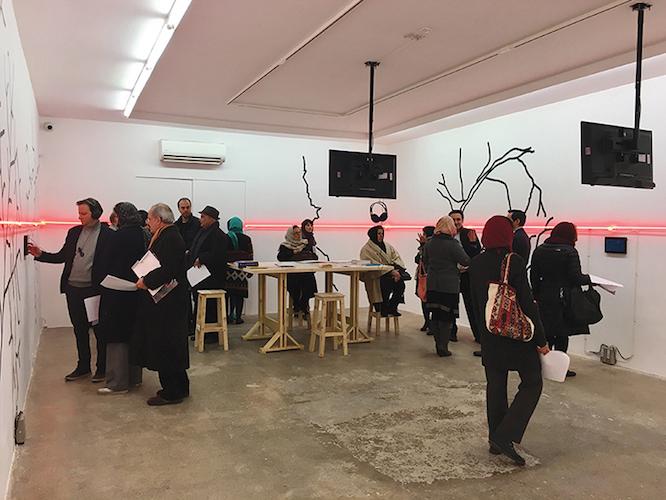 Die dritte und bisher letzte Veranstaltung bündelte sich in einer Ausstellung der AG-Gallery (2016) - I am Here. In dieser Ausstellung wurden die Überlegungen, die Ergebnisse der Entdeckung, wie Erforschung, Dokumentationen, Fotografien, Strukturmodelle, auch die Bedingungen von Markierungen etc. zusammengetragen. Es wurde damit begonnen, der Frage nachzugehen, welche Konzepte es seien, die über die Zeiten dahin transformiert sind, ein Zentrum auszubilden, und was es für Konzepte sein könnten, die auf Dezentrierungen zielen.