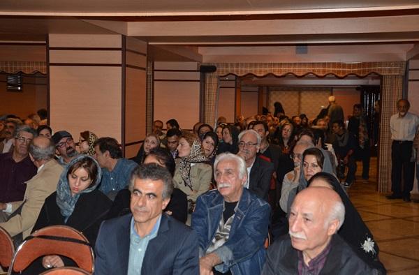 Trotz des Verbotes und Repressalien haben sich die Mitglieder des Schriftstellerverbandes immer wieder getroffen - hier aus Anlass des Todes der Dichterin Simin Behbahani im November 2014