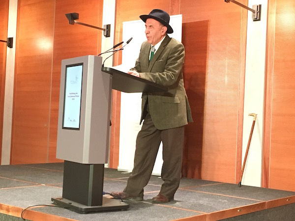 Javad Mojabi bei der Verleihung des Uwe-Johnson-Preises in Berlin