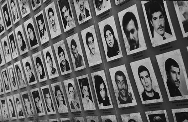 Fotos einiger Opfer der Massenhinrichtungen im Sommer 1988 in den iranischen Gefängnissen