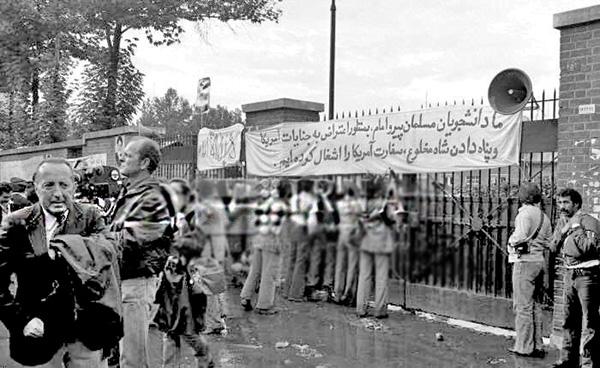 Auf die Besetzung der amerikanischen Botschaft in Teheran folgten die ersten internationalen Sanktionen gegen den Iran